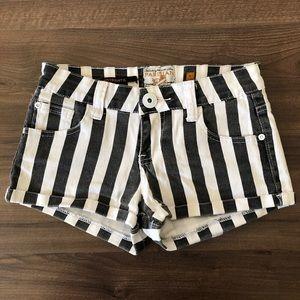 🌵4/$20   Black&White Striped Beetlejuice Shorts